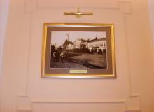 Картина в багетной рамке с подсветкой